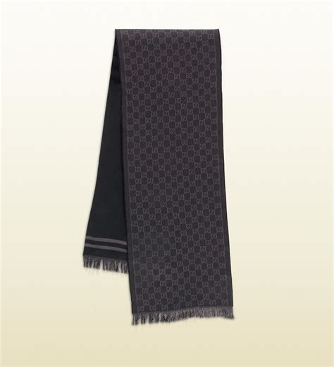 black gucci pattern gucci gg jacquard pattern knit scarf with fringe in gray