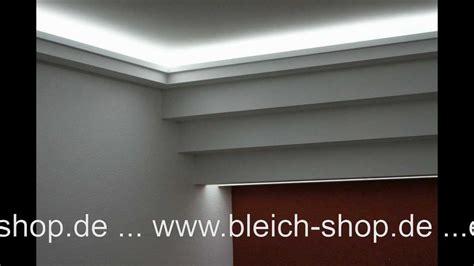 led indirekte beleuchtung fürs wohnzimmer lichtdecke mit led lichtvouten mit indirekter beleuchtung