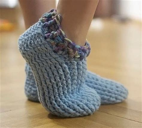 simple chunky cable crochet slippers chunky slippers crochet pattern free crochet patterns