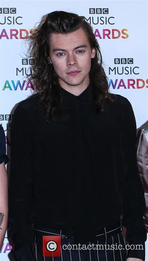 harry styles biography shqip one direction biography news photos and videos