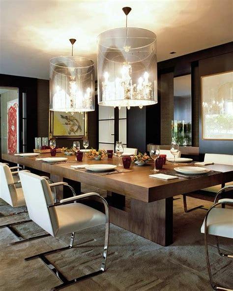 Supérieur Salle A Manger Avec Table Carree #7: jolie-salle-a-manger-contemporaine-complete-avec-moquette-beige-et-lustre-ronde-en-crystal1.jpg