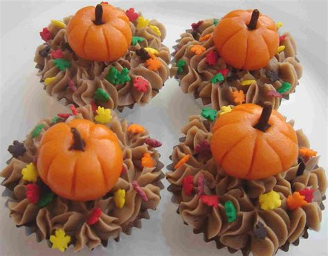 fall decorated cupcakes thanksgiving ideas thanksgiving day ideas thanksgiving