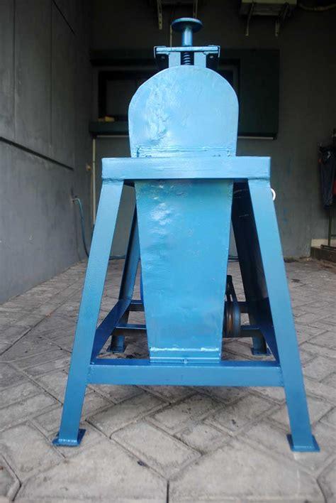 kapasitas desain adalah menghitung jam kerja mesin rol untuk produksi sandal 50