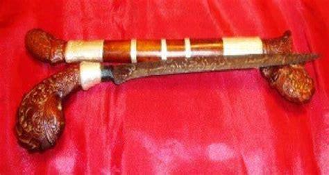 senjata tradisional indonesia dan penjelasannya car