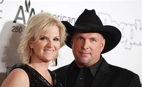 is garth brooks ex sandy mahl brooks still alive garth brooks gushes about life with trisha yearwood fox news