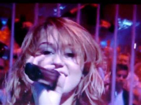 video miley forgets lyrics to u2s one on stage with bono miley cyrus performance on ant and dec she forgot the