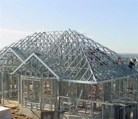 what are the benefits of building with steel