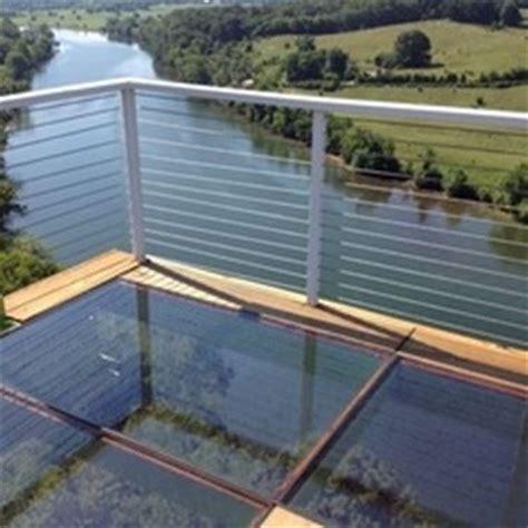pavimento vetro calpestabile vantaggi vetro calpestabile antiscivolo lavorare il