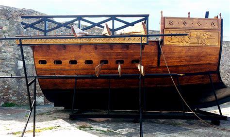 lavoro porto civitavecchia la nave romana liburna nel porto di civitavecchia port