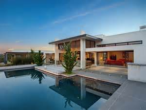 modern contemporary homes contemporary home in the