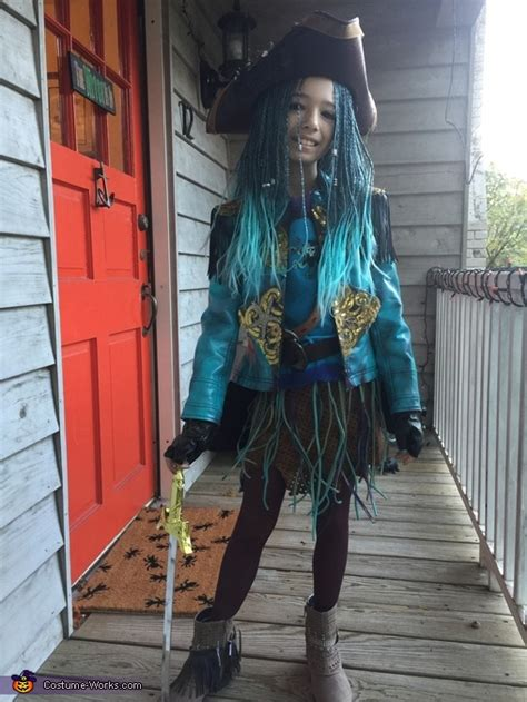 uma  descendants costume
