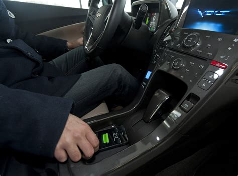 l with wireless charging gm to add gadget wireless charging feature to cars in 2014