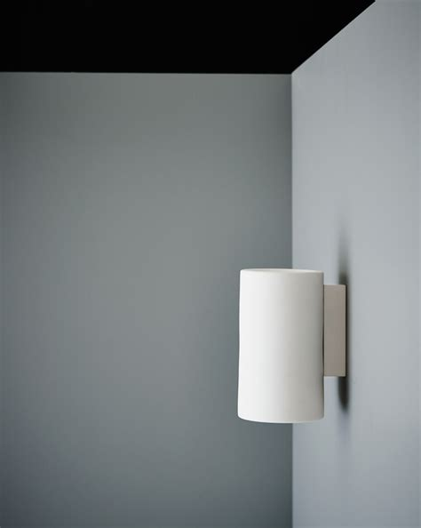 wall light with no earth earth wall light janie collins interiors