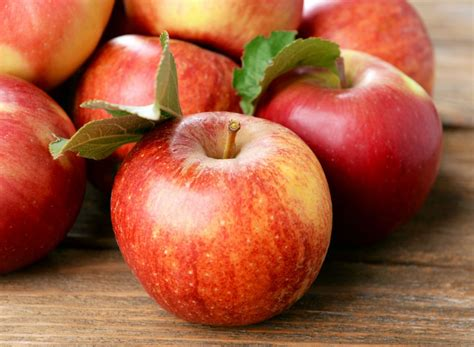 apple before bed 30 foods with more fiber than an apple eat this not that