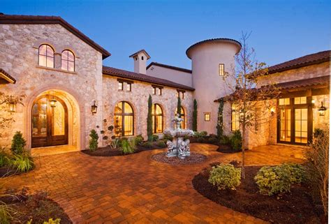 entry courtyard of tuscan style home
