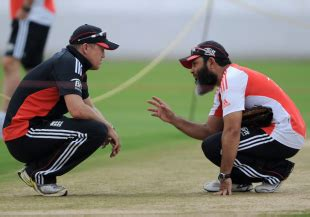 wasim akram swing bowling tips mushtaq ahmed offers reverse swing tips to england bowlers