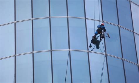 jasa pembersih kaca gedung gaharu indonesia hubungi 0852