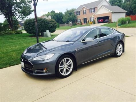 5yjsa1h15efp30715 2014 tesla model s 85 grey pano roof