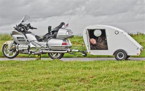 Wohnwagen Motorrad by Motorcycle And Caravan Honda Gl1800 Goldwing Towing The