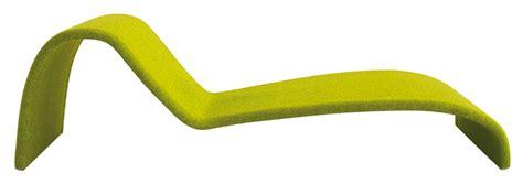 Impressionnant Chaise Longue Jardin Ikea #2: chaise-longue-tres-stylisee-en-bois-courbe-et-modele-avec-rembourrage-recouvert-de-tissu-ou-de-cuir.jpg