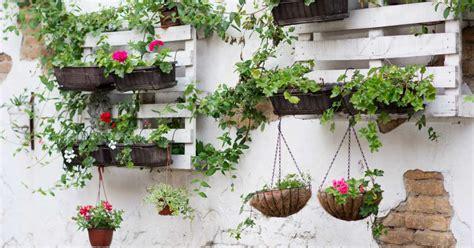tuinmuur decoratie tuindecoratie voor aan de muur 21 inspirerende voorbeelden