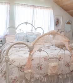 Bedroom fair girl bedroom decoration using white vintage iron bed