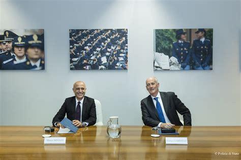 ministero dell interno polizia di stato le foto ministro dell interno minniti in visita al