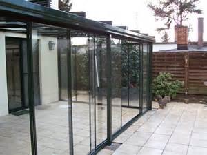 wintergarten glaselemente das terrassenschiebedach aus glas balkonverglasung