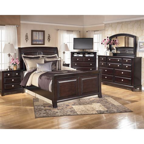 5 Pc Bedroom Set by Signature Design By Ridgley 5 Pc Bedroom Set