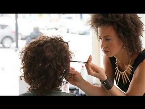mhaircuta to give an earthy style short hairstyles to make thin hair look thicker short