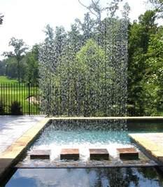 wasserspiele garten wasserspiel im garten mit brunnen bach oder wasserfall