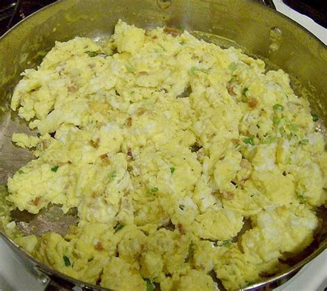 how to make perfect fluffy scrambled eggs