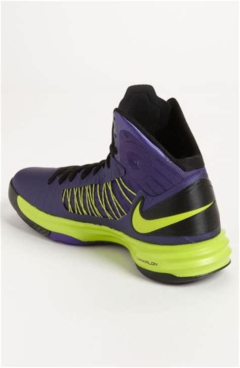 nike hyperdunk basketball shoe in purple for