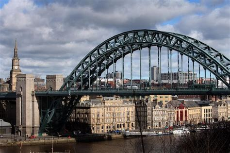 new year 2018 newcastle upon tyne tyne bridge fall dies after being rescued from river