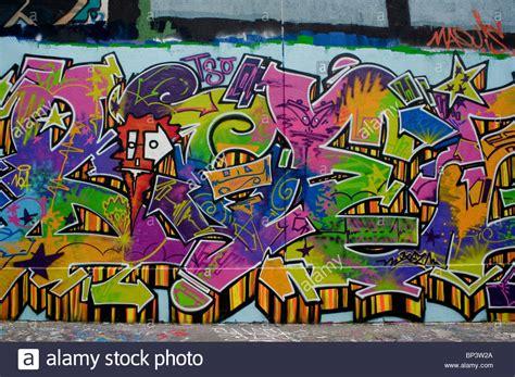 spray paint wall spray paint graffiti www pixshark images
