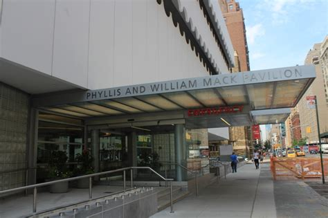 staten island south emergency room er kicked by patient she was treating say