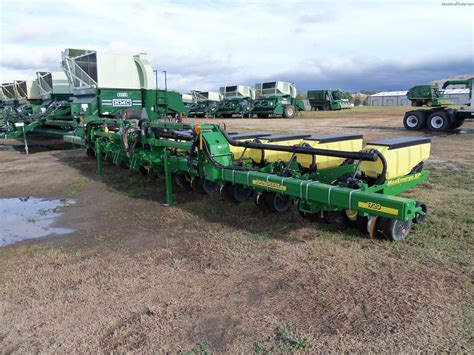 12 Row Planter by 2012 Deere 1720 12 Row Planters Planting Seeding