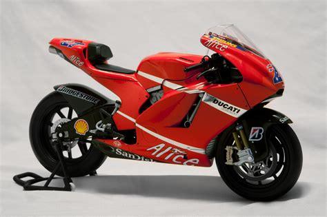 Motorrad Führerschein Größe by 1000 Images About Ducati Racing On Ducati