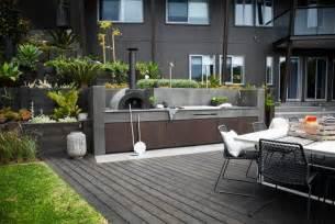 Terrasse exterieur cuisine exterieure coin repas revetement sol bois