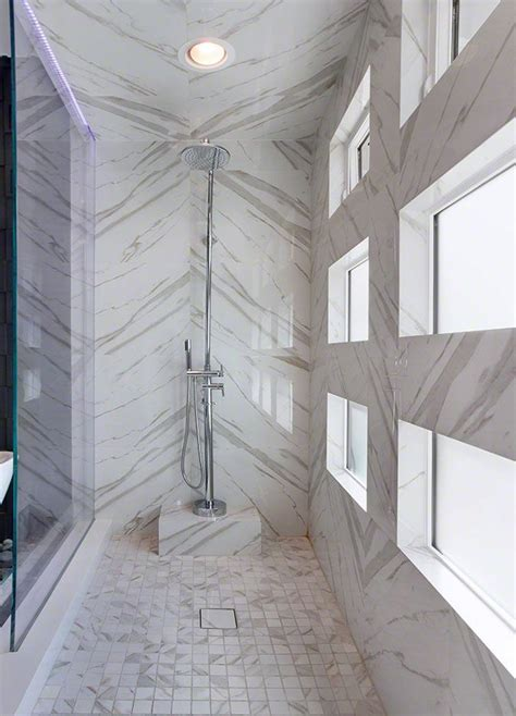 bathroom flooring trends this tile looks amazing with veins laid out like this