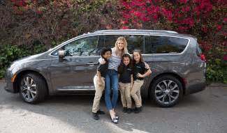 Chrysler Marketing Fca Launches Digital Ad Caign For 2017 Chrysler Pacifica