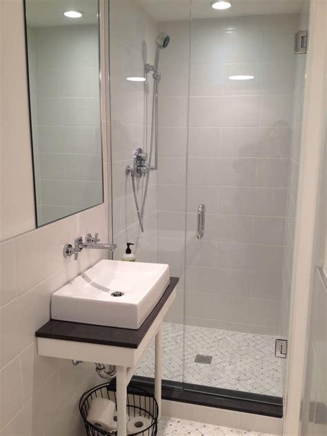 small basement bathroom w shower beach cottage bathroom