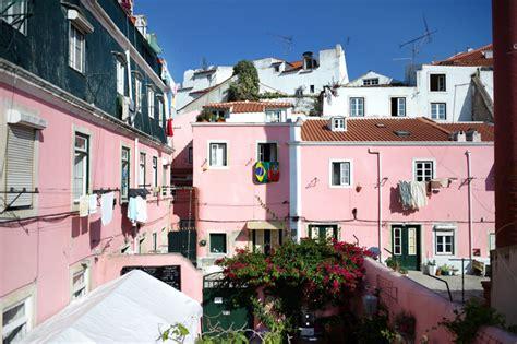 alfama patio hostel une auberge dans l alfama portugal voyage