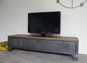vestiaire transform 233 en meuble tv industriel metal et bois
