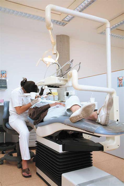 en marche visiter son dentiste au moins une fois par