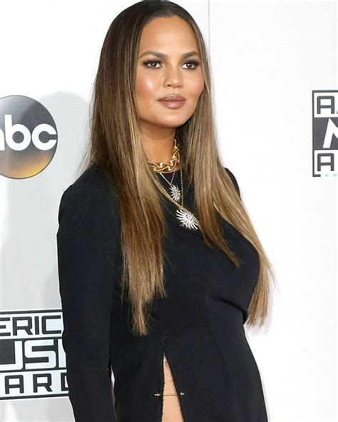 ama legend hair chrissy teigen claps back at amas dress