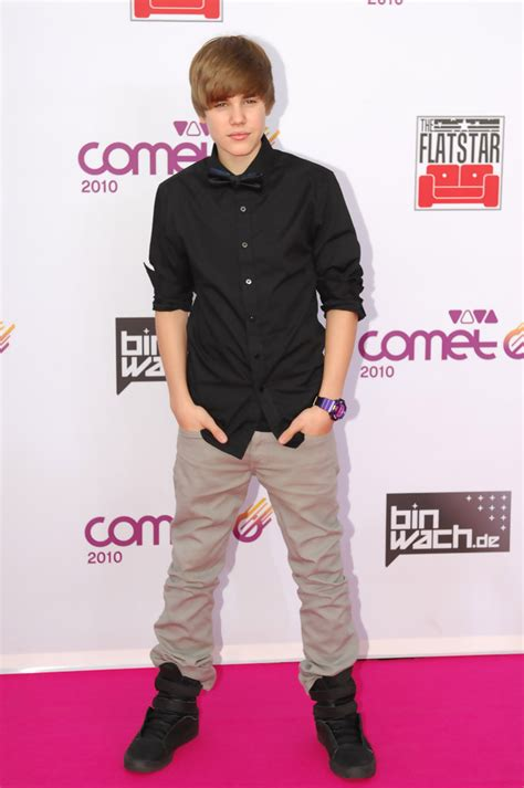 what is justin bieber s style of clothes justin bieber khakis lookbook stylebistro