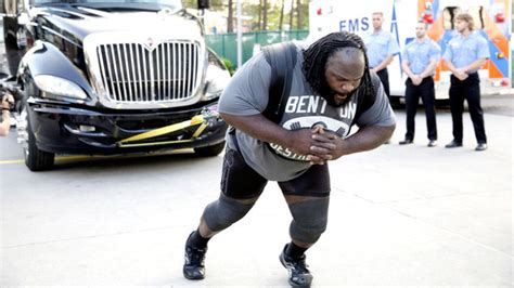 mark henry max bench 28 signs you re a pro wrestling fan