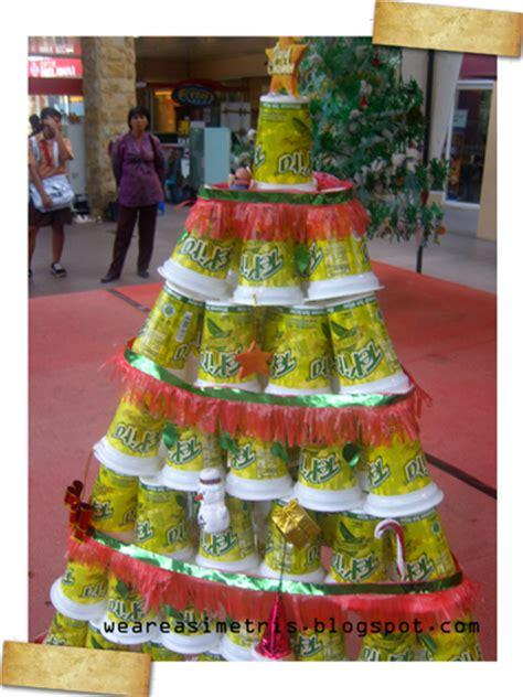 membuat pohon natal dari barang bekas asimetris recycle pohon natal dari gelas plastik bekas