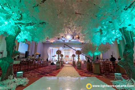 Eiffel Wedding Cake Jakarta by The Of Goddesses Lightworks